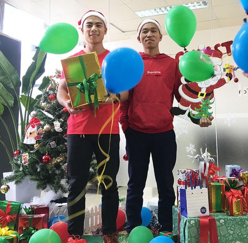 Nhận quà Giáng sinh